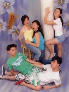 most awkward family picture winner right here. What. The. Heck. I don't even understand what's going on here.