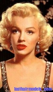 The winged coifette is a hairstyle that was very popular during the 1950s.In this hairstyle,the hair will be swept with tons of volume at the back along with fringed bangs which will be framing the face.Worn by celebrities including Marilyn Monroe,Elizabeth Taylor,Sandra Dee,Lucille Ball and others during that period.The hairstyle can be achieved with a lengthy process of pinning and then placing the curlers accordingly.