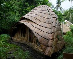 Love bamboo! This building is part of a school in Bali. Made from all local, natural materials. The photo via www.facebook.com/arteguadua.muebles