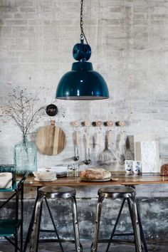 Decorating Ideas for Loft Style Industrial House, Industrial Interiors, Industrial Dining, Dining Room Table Decor, Room Decor, Kitchen Decor, Old Stone Houses, Urban Rustic, Loft Style