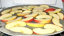 Check out #NebExt tips for tray freeezing apple slices for multiple uses later. #UNLfood