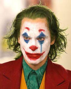 Joaquin Phoenix October 28 Sending Very Happy Birthday Wishes! Joker Halloween, Halloween Makeup Looks, Halloween Cosplay, Halloween Outfits, Halloween Photos, Joker Foto, Joker Face Paint, Joker Face Drawing, Clown Makeup