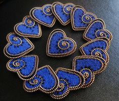 zipper and felt, blue hearths I Love Heart, Happy Heart, Zipper Flowers, Fabric Flowers, Zipper Jewelry, Jewlery, Zipper Bracelet, Zipper Crafts, Felt Brooch