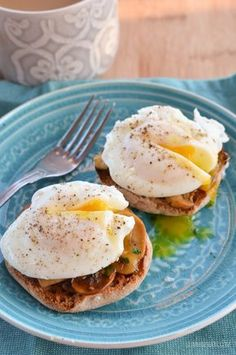 healthy breakfasts / Slimming Eats Poached Eggs over Garlic Mushrooms - gluten free, dairy free, paleo, vegetarian, Slimming World and Weight Watchers friendly Healthy Microwave Meals, Microwave Recipes, Healthy Dinner Recipes, Diet Recipes, Healthy Snacks, Vegetarian Recipes, Breakfast Recipes, Cooking Recipes, Supper Recipes