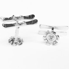 It's almost winter! Time to break out those snow skis. Check out our new snow skis and pole basket cufflinks #rotenier #sterlingsilver #cufflinks #snowskis