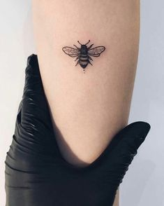Imagem de bee, black ink, and bee tattoo