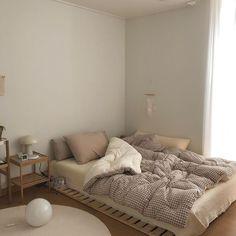 Room Ideas Bedroom, Small Room Bedroom, Bedroom Decor, Korean Bedroom Ideas, Small Apartment Bedrooms, Bedroom Bed, Wall Decor, Minimalist Room, Minimalist Apartment
