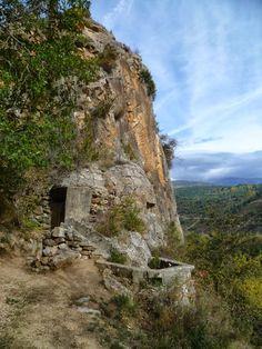 Publicamos el bunker de la Mel de la línea P construida después de la Guerra Civil Española.  #historia #turismo  http://www.rutasconhistoria.es/loc/bunker-de-la-roca-de-la-mel