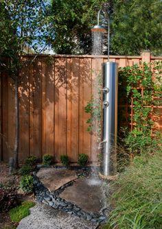 14 Designs für anregende Gartenduschen