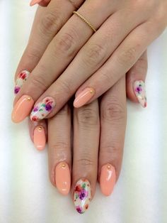 Peach + floral stiletto nails. Hmm, I actually really like this, considering I don't really like any of the individual elements by themselves. It works together in a lovely fashion though.