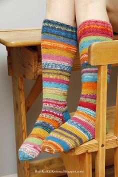 Ihan Kaikki Kotona Knitting Socks, Hand Knitting, Projects To Try, Fashion, Cold, Knit Socks, Moda, Fashion Styles, Fasion