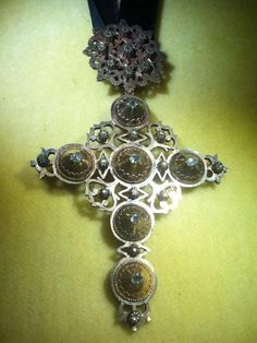 bijou régional, croix Maintenon, Musée provençal du costume et du bijou à Grasse