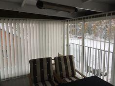Lamellgardiner, vertikalgardiner på den inglasade verandan, altanen, eller stora glaspartier.