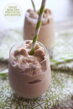 Copycat Jamba Juice Chocolate Peanut Butter Moo& Smoothie // Tried and Tasty Jamba Juice Recipes, Protein Smoothie Recipes, Easy Smoothies, Breakfast Smoothies, Smoothie Drinks, Banana Breakfast, Juicer Recipes, Green Smoothies, Detox Drinks