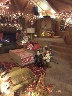 Family room Christmas Christmas Interiors, Christmas Living Rooms, Christmas Room, Noel Christmas, Very Merry Christmas, Country Christmas, Winter Christmas, Christmas Lights, Christmas Decorations
