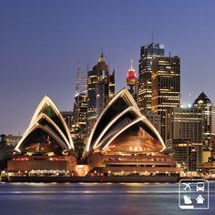 Sydney na Austrália recebe milhões e milhões de turistas por ano, se tornando assim uma das cidades preferidas dos viajantes. Fica a dica: seus pontos turísticos mais populares são a Baía de Sydney, o Royal National Park, a praia de Bondi, o Royal Botanic Gardens, a Ópera de Sydney e a Ponte da Baía de Sydney. #Viagens #AmoViajar #ClubeTurismo #ClubePeloMundo