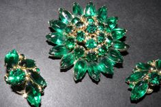 VINTAGE DEMI SIGNED WEISS GREEN RHINESTONE BROOCH  AND CLIP ON  EARRINGS #weiss
