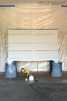 The easiest way to paint a dresser is to paint it with chalk paint! Here is how to spray paint a dresser with chalk paint! Spray Paint Dresser, Spray Paint Furniture, Blue Painted Furniture, Distressed Furniture Painting, Painted Dressers, Furniture Makeover, Spray Chalk, Spray Paint Cans, Diy Bedroom