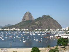 Uma imagem clássica do Pão de Açúcar visto de Botafogo. Rio de Janeiro