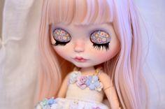 https://www.etsy.com/fr/listing/268705874/andie-artdoll-ooak-custom-blythe-doll?ref=shop_home_active_1