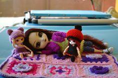 Yamiko, Abby y mei descansando un ratito en su mantita.