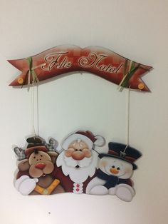 enfeite de porta natal Christmas Snowman, Christmas Time, Merry Christmas, Christmas Ornaments, 242, Country Paintings, Wooden Ornaments, Craft Show Ideas, Christmas Paintings