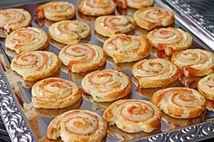 Blätterteig – Lachs – Schnecken Puff pastry – salmon – snails, a good recipe from the category finger food. Brunch Recipes, Appetizer Recipes, Snack Recipes, Party Finger Foods, Finger Food Appetizers, Pizza Snacks, Party Snacks, Shellfish Recipes, Food Categories