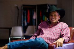 George Strait, chilling out! Country Men, Country Music, Top Country, George Strait Family, Male Country Singers, Entertainer Of The Year, Donny Osmond, Thing 1, Lucky Ladies