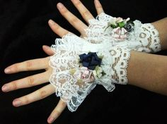 Lovely!  I'd love to make these in red and purple.