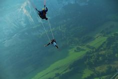 Trapeze paragliding: Photos That Will Make Your Stomach Drop | Bored Daddy