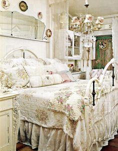 Wohnzimmer Gestalten Shabby Chic Sofa Deko Kissen Rüschen | Chateau Chic    Wohnzimmer | Pinterest | Shabby, Shabby Chic Cottage And Farmhouse Style