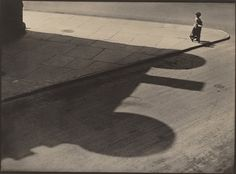 Paul Strand People, Streets of New York, 83rd and West End Avenue, 1916 platinum print image: 24.2 x 33 cm (9 1/2 x 13 in.) sheet: 25 x 33.7 cm (9 13/16 x 13 1/4 in.) National Gallery of Art, Washington, Patrons' Permanent Fund, 1990 © Aperture Foundation Inc., Paul Strand Archive