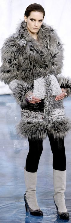 ♡CHANEL Ready-To-Wear Fall-Winter 2010-2011 #Chanel  L'héritage de Coco Chanel #espritdegabrielle
