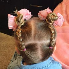 Similar style to the other day, just opposite! 2 mini back braids pulled into 2 high buns. #toddlerhair #toddlerhairideas #toddlerstyle #easyhairstyle #toddler #buns #braids #bows