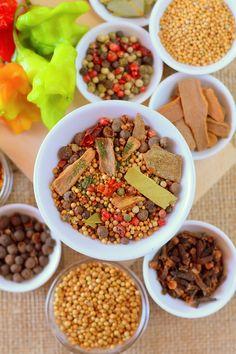 Házi fűszerkeverék savanyításhoz recept - Kifőztük, online gasztromagazin Food 52, Ketchup, Fried Rice, Cereal, Breakfast, Ethnic Recipes, Morning Coffee, Nasi Goreng, Stir Fry Rice
