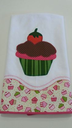 Ateliê do Laura Aracaju- Sergipe Paninho de Prato Cupcake Applique Towels, Applique Patterns, Craft Patterns, Quilt Patterns, Sewing Patterns, Applique Ideas, Embroidery Bags, Machine Embroidery, Sewing Hacks