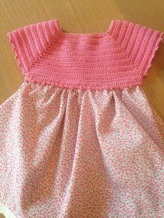 Lola Botona Málaga: Vestido Bebé Ganchillo Crochet Dress Girl, Crochet Baby Bonnet, Crochet Yoke, Baby Afghan Crochet, Crochet Fabric, Crochet Girls, Crochet For Kids, Baby Patterns, Dress Patterns
