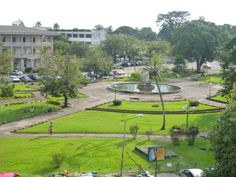 Le parc Bonanjo à Douala. Le tour du Cameroun en photos par Camernews. The Bonanjo park in Douala. Around the Cameroon photos by Camernews