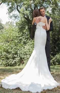 To have & to hold What wedding dreams are made of in 'Inez' Spring 2017 by Kelly Faetanini Flowing Wedding Dresses, Sexy Wedding Dresses, Wedding Gowns, Bridal Gown Styles, Bridal Gowns, Mermaid Silhouette, Dream Wedding, Wedding Dreams, Strapless Gown
