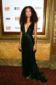 b20cf67771 Thandie Newton wore a dark green velvet Oscar De La Renta gown to