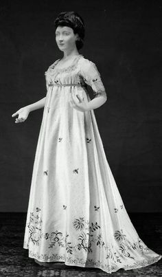 ca. 1790.  I love this era-comfortable dresses that look so beautiful.