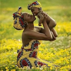 Mother and baby in african wax prints Black Is Beautiful, Beautiful World, Beautiful People, Simply Beautiful, Foto Baby, Jolie Photo, African Beauty, African Fashion, Mothers Love