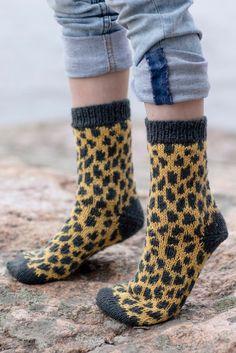 Ravelry: Fauna Socks pattern by Sari Nordlund 4 Ply Yarn, Wool Yarn, Knit Crochet, Crochet Hats, Yoga Socks, Patterned Socks, Leopard Pattern, Bambi, Knitting Socks
