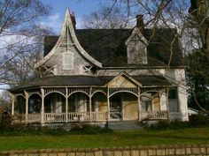 Victorian House with A shaped roof in front Victorian Architecture, Architecture Old, Historical Architecture, Architecture Details, Shed Building Plans, Building Exterior, Shed Plans, Abandoned Houses, Abandoned Places