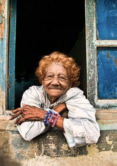 Hoe overleef je als solo reizende vrouw in Cuba? We vroegen het documentairemaakster Tanja Nabben die naar Cuba ging om Fidel te zien. Ze kwam terug met wel hele originele tips voor de alleen reizende vrouw. Overigens ook geschikt voor mannen. www.nomadandvillager.com ©Annek de Bundel, Nicole Franken