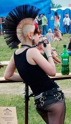 Largest collection of pictures of punk ladies! And no, there will be no fucking hipster/scene girls. Dark Fashion, Grunge Fashion, Punk Rock Girls, Scene Girls, Toxic Vision, Hipster, People, Pictures, Style