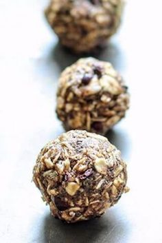 Dirty Chai Energy Ball Ingredients  Chai spice blend: 1 tsp ground cinnamon 1/2 tsp cardamom 1/4 tsp ground ginger 1/8 tsp allspice 1/8 tsp ground cloves 1/8 tsp ground nutmeg  Energy balls: 1 1/4 cups gluten-free rolled oats Chai spice blend 1 Tbsp espresso powder 1 Tbsp chia seeds 1/2 cup creamy natural nut or seed butter 1/3 cup honey or brown rice syrup 1/2 tsp vanilla extract 2 Tbsp cacao nibs Protein Bites, Protein Snacks, Healthy Snacks, Healthy Sweets, Veggie Snacks, Yummy Snacks, Yummy Food, Raw Energy Bars, Energy Balls