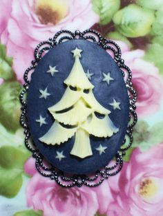 Christmas Cameo Brooch and Pendant by BackToClassicDesigns on Etsy, $14.50
