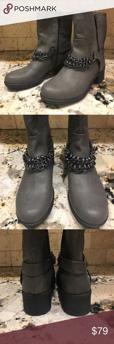 Simply Vera Wang Moto Boots Simply Vera Wang Moto Boots— brand new, never worn! These look great with jeans or leggings. One of the chains became unseparated and there is one rhinestone missing, this is completely unnoticeable when chain is tucked into other chains (as seen in photos). Bundle with other items for additional discounts 🤗 Simply Vera Vera Wang Shoes Combat & Moto Boots