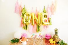 One Mylar Banner - perfect for your little one's first birthday! And we love that it can be re-used/re-inflated.